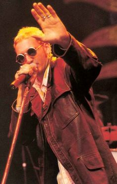 Layne Staley Short hair 1993 Round sunglasses Leather jacket