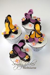 Shoes & Cupcakes - Pink Chocolate Break - Living The Creative Dream Cupcake Images, Cupcake Art, Cupcake Ideas, Shoe Cupcakes, Yummy Cupcakes, Fashion Cupcakes, Character Cupcakes, Cupcake Factory, Mini Cakes