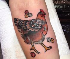 What does chicken tattoo mean? We have chicken tattoo ideas, designs, symbolism and we explain the meaning behind the tattoo. Family Tattoos, New Tattoos, Cool Tattoos, Tatoos, Vegan Tattoo, Piercing Tattoo, 3 Tattoo, Tattoo Flash, Huhn Tattoo
