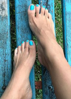 I love women's feet! Beautiful Toes, Pretty Toes, Women's Feet, Feet Soles, Toe Nail Art, Toe Nails, Men Nail Polish, Mens Nails, Pedicure Colors