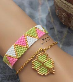 Renklerim 🌟🌸🦄 Bilgi ve sipariş için Dm 👉🏻📱ulaşabilirsiniz 🛍 Diy Jewelry Bags, Diy Jewelry Charms, Beaded Jewelry, Jewelry Making, Jewelry Accessories, Bead Loom Bracelets, Woven Bracelets, Bracelet Patterns, Beading Patterns