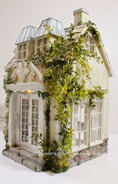 Cinderella Moments: A Place to Create Dollhouse Dollhouse Kits, Victorian Dollhouse, Dollhouse Miniatures, Miniture Dollhouse, Modern Dollhouse, Miniature Rooms, Miniature Houses, Old Country Houses, Cinderella Moments