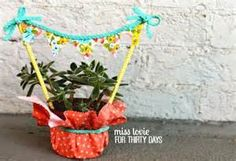 Quick and Easy Housewarming Gift - Bing Images Hostess Gifts, Housewarming Gifts, Plant Hanger, House Warming, Bing Images, Planter Pots, Succulents, Banner, Easy