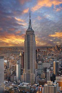 ¿sabias que El Empire State cuenta con 1.575 escalones desde la planta baja hasta la 86? el récord de su ascenso está en 9 minutos y 33 segundos batido por el australiano Paul Crake el 4 de Febrero de 2003. www.maslejosviajes.com info@maslejosviajes.com @maslejosviajes