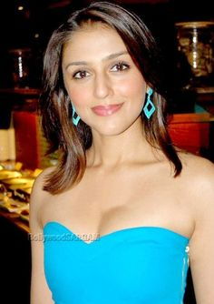 Aarti Chhabria (58)