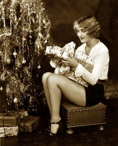 Tinsel and tap pants, the perfect 1930s Christmas combo :) #1930s #thirties #Carole_Lombard #vintage #Christmas #holidays #actress #tree