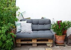 Here you find in the category DIY DIY and DIY projects around the house and garden, creative things Outdoor Sofa, Outdoor Furniture, Outdoor Decor, Love Seat, Diy Crafts, Garden, Projects, Creative Things, Tricks