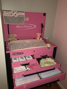 😍 such a cute idea! Baby Nursery Themes, Baby Decor, Girl Nursery, Baby Changing Station, Baby Changing Tables, Racing Baby, Baby Life Hacks, Baby Storage, Baby Bug