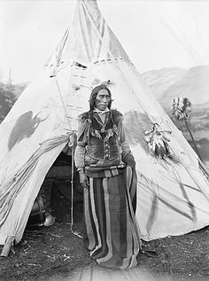 Indian man standing in front of tipi Native American Pictures, Native American Tribes, Native American History, Native Indian, Native Art, Indian Man, Couple Halloween Costumes, Teen Costumes, Woman Costumes