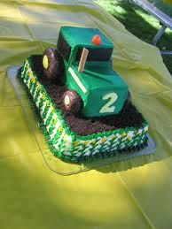 Tractor cake with sheet base