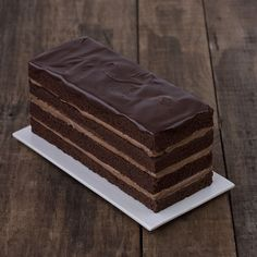 Ingredientes:   Bizcocho:  190 g chocolate negro 70%  190 g chocolate con leche  250 g mantequilla  7 huevos medianos  250 g azúcar  ½...