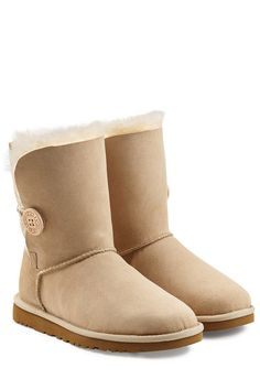 UGG UGG AUSTRALIA BAILEY BUTTON SUEDE BOOTS. #ugg #shoes #boots
