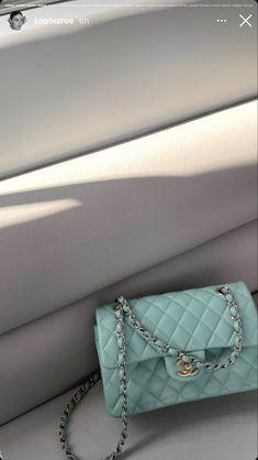 Classy Aesthetic, Blue Aesthetic, Luxury Purses, Luxury Bags, Estilo Kylie Jenner, Applis Photo, Elegantes Outfit, Accesorios Casual, Louis Vuitton