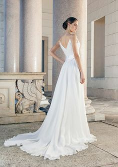 Beautiful wedding dress with open back and Train of Giuseppe Papini
