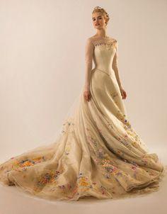 Hilary Blonde: El vestido de novia de la Cenicienta ha sido presentado en Vanity Fair