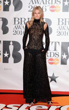 Veja os looks dos famosos no tapete vermelho do BRIT Awards 2016 Toni Garrn, Lily Donaldson, Florence Welch, Natalia Vodianova, Rosie Huntington Whiteley, Rihanna, Brit Awards 2016, Victoria's Secret, Peplum Dress
