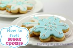 How to frost sugar cookies! Great tutorial for Christmas cookies