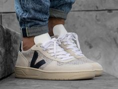 New Basket Homme Veja Ideas Mens Fashion Shoes, Sneakers Fashion, Fashion Suits, Buy Shoes, Me Too Shoes, Sneakers Outfit Men, Veja V 10, Baskets, Tennis