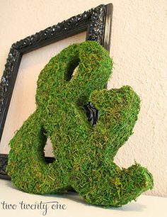 How to make a moss covered ampersand. Great for weddings and bridal showers!