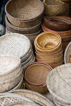 Market Baskets Vietnam Market Baskets ::: ready for the sell. Large baskets down to small. LorrVietnam Market Baskets ::: ready for the sell. Large baskets down to small. Rattan Lampe, Market Baskets, Wicker Baskets, Woven Baskets, Bamboo Basket, Wabi Sabi, Basket Weaving, Decoration, Home Accessories