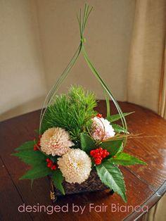 Christmas Flower Arrangements, Ikebana Flower Arrangement, Ikebana Arrangements, Beautiful Flower Arrangements, Floral Arrangements, Chinese New Year Flower, Japanese New Year, Flower Shop Design, Flower Designs