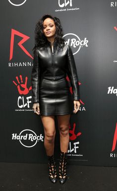 "arielcalypso: Rihanna at a press conference at ""Hard Rock Café"" in Paris, France. Best Of Rihanna, Looks Rihanna, Rihanna Style, Rihanna Fashion, Rock Café, Hard Rock, Gucci Outfits, Fashion Outfits, Rihanna Outfits"