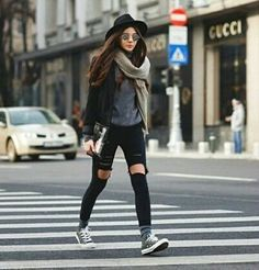 Rainy day cold weather outfit cooler look, fall winter outfits, winte. Mode Grunge, Look Jean, Looks Street Style, Looks Black, Mode Vintage, Fall Winter Outfits, Cold Weather Outfits Casual, Rainy Day Outfit For Fall, Rainy Outfit