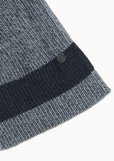 Der richtige Schal um den Casual Look zu komplettieren. Mit diesem Style wird Ihnen mit Sicherheit nicht kalt. Aus zweifarbig verdrehtem Garn gefertigt. Aus 55% Wolle 45% Baumwolle....