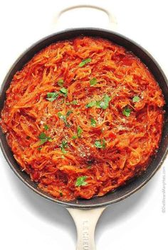 Gluten-free and void of carbs, spaghetti squash is the best compromise between healthy and delicious comfort food. Try one of these best spaghetti squash recipes for a healthy dinner that will be so satisfying too. Speggetti Squash Recipes, Pasta Recipes, Cooking Recipes, Dinner Recipes, Pasta Meals, Breakfast Recipes, Low Carb Spaghetti Squash Recipe, Baked Spaghetti Squash, Spaghetti Sauce