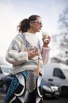Fotos de street style en Paris Fashion Week: Natalie Joos texturas