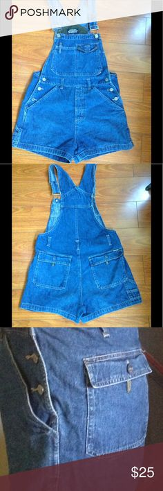 Vintage blue denim overall shortalls jean shorts 80-90's overall shorts with adjustable straps, front and back pockets. Fits a size 0-2 depending on how loose or tight you desire them Stephen Hardy Squeeze Shorts Jean Shorts