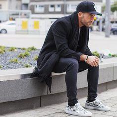 casual // streetstyle, sneakers, scarf, hat, monochrome, menswear, mens style
