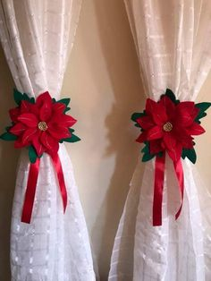Christmas Crafts To Sell, Easy Christmas Decorations, Dollar Store Christmas, Christmas Centerpieces, Holiday Crafts, Christmas Tables, Christmas Bathroom Decor, Christmas Door, Felt Christmas