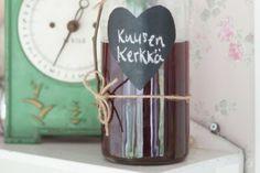 Valmista itse herkullista kuusenkerkkäsiirappia ja säilö metsän aarre kauniisiin pulloihin