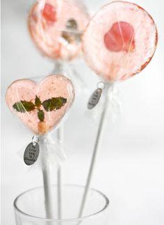 Créez vos sucettes aux fleurs, qui feront un malheur sur votre buffet des mariés ou en cadeau d'invités