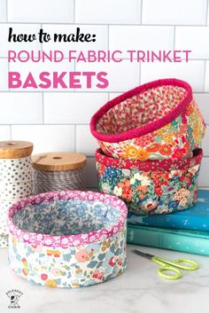 Learn how to make small round fabric baskets with our free sewing pattern. Cute DIY trinket baskets with Liberty of London Fabric. Sewing Basics, Sewing For Beginners, Sewing Hacks, Sewing Tutorials, Sewing Tips, Sewing Ideas, Craft Tutorials, Lunch Bag Tutorials, Drawstring Bag Tutorials
