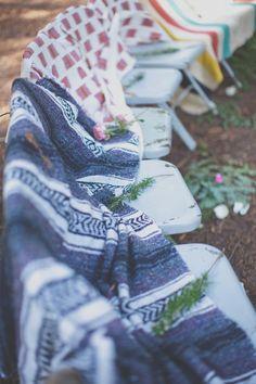 Wat is bohemian? Een bohemian bruiloft is geen perfect gestylde bruiloft met een prinssessen baljurk en alle tradities die bij een klassieke bruiloft horen.Vrijheid, ongedwongenheid, familiair, natuurlijke materialen gemixt met veel kleur en motieven, romantiek. Het ...