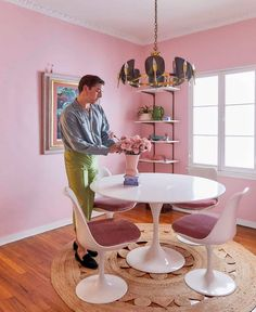 The Pink Dining Room Erik Designed BEFORE He Found His Apartment - Emily Henderson #pink #diningroom #homedesign #interiors Pink Dining Rooms, Dining Room Paint Colors, Dining Room Art, Dining Room Table Centerpieces, Apartment Design, Decorating Small Spaces, Interiors, Decor Ideas, Room Ideas