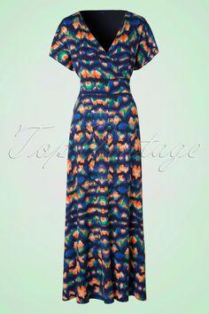 Dieses 70s Rached Maxi Dressist eine Explosion von Farben!Sobald dieses Maxikleid in deinem Kleiderschrank hängt, wird sich die Sonne zeigen! Mit einem hübschen, figurumspielenden Top in Wickeloptik und mit verspielten, kurzen Ärmeln die mit einem Kordelzug angerüscht werden können bis ein ämelloses Modell entsteht, unglaublich süß! Hergestellt aus einem weichfließenden, luftigen Viskose-Mix in einem farbenfrohen, typischen 70s Muster. Und...