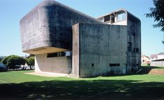 Les plus belles réalisations de Claude Parent: Eglise Sainte-Bernadette du Banlay, Nevers (1963-1966)