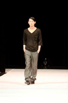 Men's Loose Fitting V-neck and Metallic Sheen Denim Metallic, Normcore, V Neck, Lights, Denim, Fashion Design, Style, Highlight, Lighting