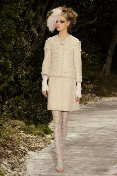 Chanel haute couture 2013 - Love the hair, makeup and gloves to edge out the intrcacy of this suiting.
