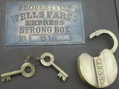 Badges:Wells Fargo Old West Western Metal Stagecoach Strong Box Trunk