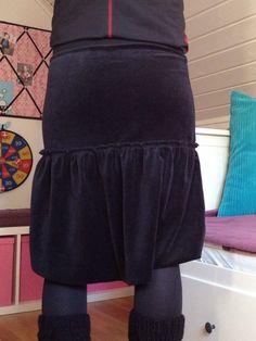 Det finns en kjol från House of lola som jag länge har sneglat på och tänkt att jag ska försöka apa efter. Inte nog med att jag nu äntligen fått tummen ur och faktiskt sytt den. Jag kom dessutom på...