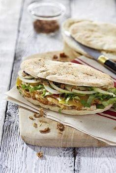 Pita's met kip, groenten en gebakken uitjes - Libelle Lekker