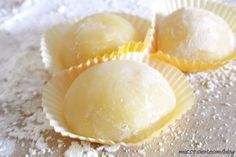 Microwave Mango Mochi: easy juice to rice flour and then a little something to stuff in the middle. Philipinische Desserts, Filipino Desserts, Asian Desserts, Delicious Desserts, Yummy Food, Filipino Food, Plated Desserts, Mango Mochi Recipe, Mochi Recipe Microwave