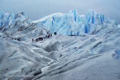 Trekking en el Perito Moreno Argentina Más fotos en http://101lugaresincreibles.com/2013/03/un-paseo-por-un-gigante-de-hielo-glaciar-perito-moreno-argentina.html