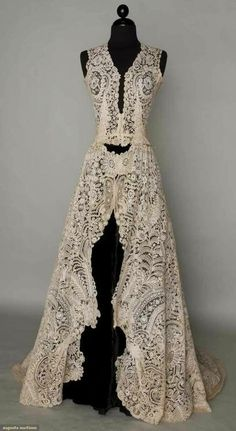 Brussels mixed lace wedding gown, 1940 Handmade bobbin Pt de Gaz needle lace c. possibly a veil remade into wedding gown c. Vintage Gowns, Vintage Lace, Vintage Outfits, Vintage Fashion, Dress Vintage, Antique Clothing, Historical Clothing, Linens And Lace, Looks Vintage