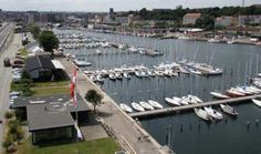 Aarhus Lystbådehavn er anlagt i 1933, men renoveret så der nu er nye optagelsesfaciliteter og sportsanlæg for jollesejlere samt mini-12'er-sejlads for handicappede. Tre sejlerklubber og en motorbådsklub har deres klubhuse på lystbådehavnen. I bunden af havnen ligger ophalerbeddingen, her ligger også en del af de veteranskibe, der er i Aarhus.