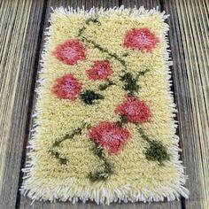 Kirjonta | Ukkolan Akat ry Rya Rug, Crochet Stitches, Fiber, Rugs, Wall Hangings, Design, Home Decor, Farmhouse Rugs, Decoration Home